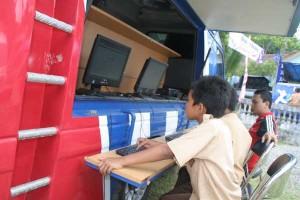 anak-anak memanfatkan layanan MPLIK